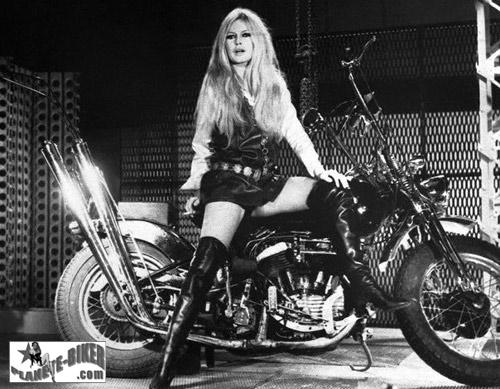 Vieilles photos (pour ceux qui aiment les anciennes photos de bikers ou autre......) - Page 3 Brigitte-bardot-harley13-16d5ae0