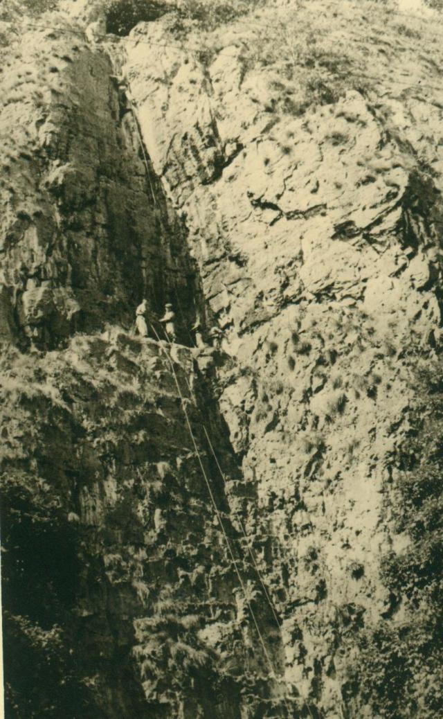 Marche-les Dames en 1950: Les rochers. Albert040-125b079